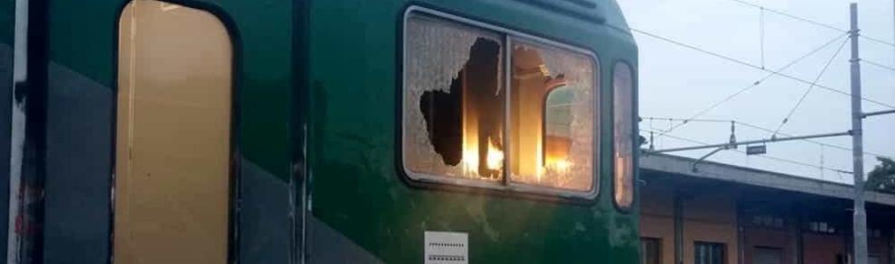 Treno con vetro sfondato