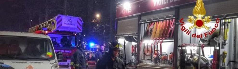 Vigili del fuoco in via Molise