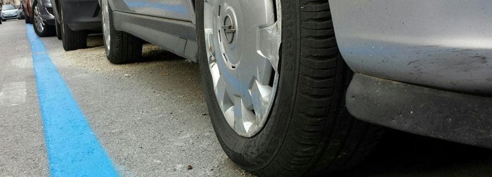 Auto strisce blu