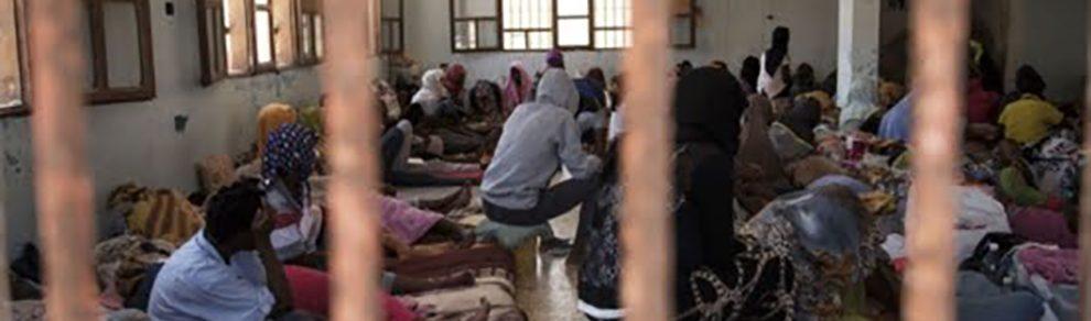 Migranti nel centro di detenzione